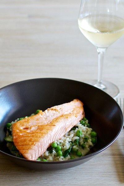 Summer risotto with peas, asparagus and salmon