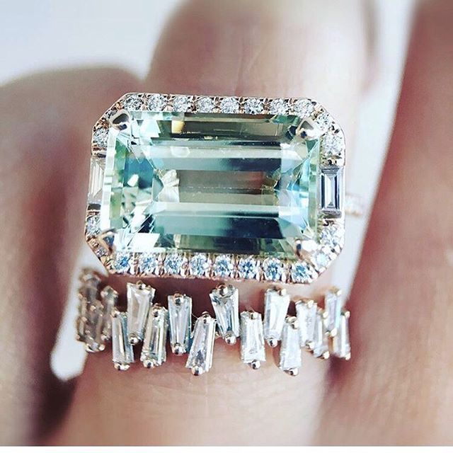 • DIAMOND • Now that's a ring • @trabertgoldsmiths • #ring #engagementring #diamond #trabertgoldsmiths  #Regram via @onedaybridal