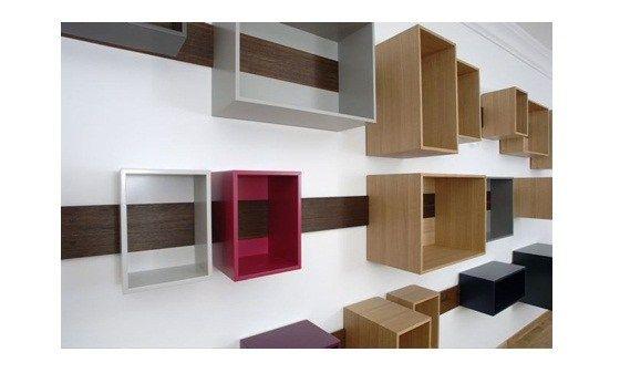 Les étagères ne sont que très rarement originales, trop linéaire sans doute, pourtant Lutz Hà¼ning nous propose ici un système d'étagères coulissantes très bien pensé. Ce sont des caisses de …