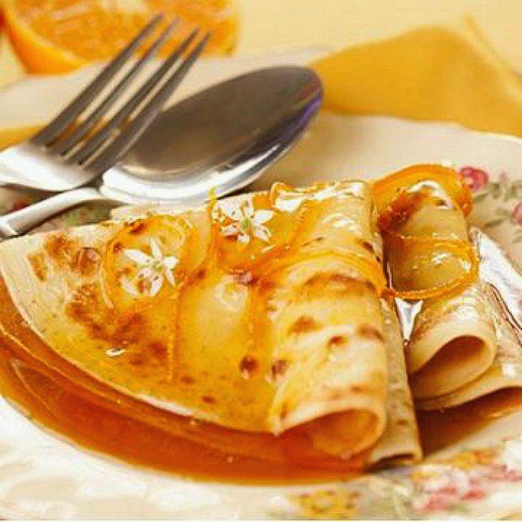 Filloas gallegas, como los crepes, pancakes o los blinis rusos son tortitas finas de harina de trigo. Te contamos el paso a paso de la receta.