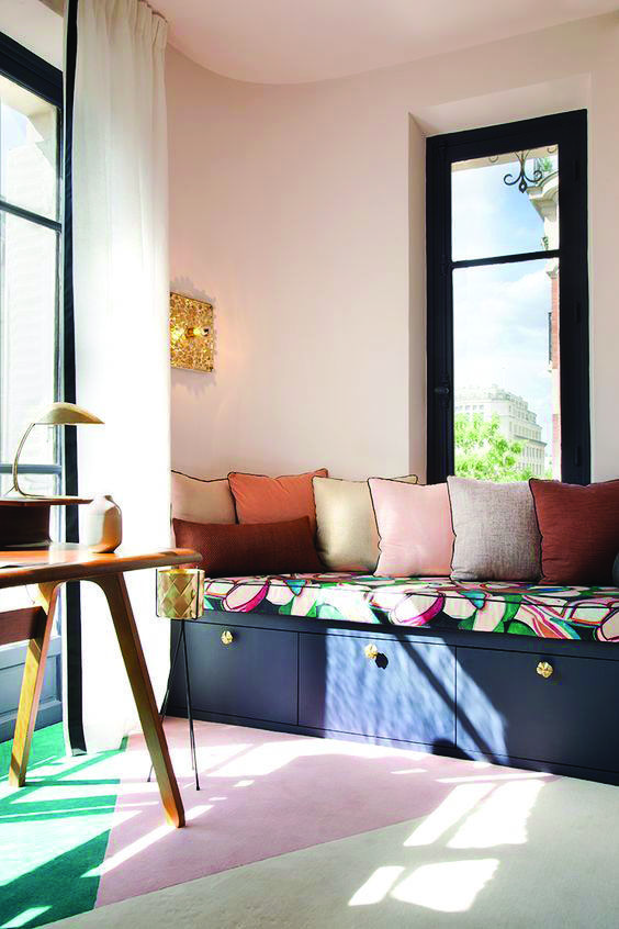Purple Bedroom Bench: Cool Storing Bench In The Room