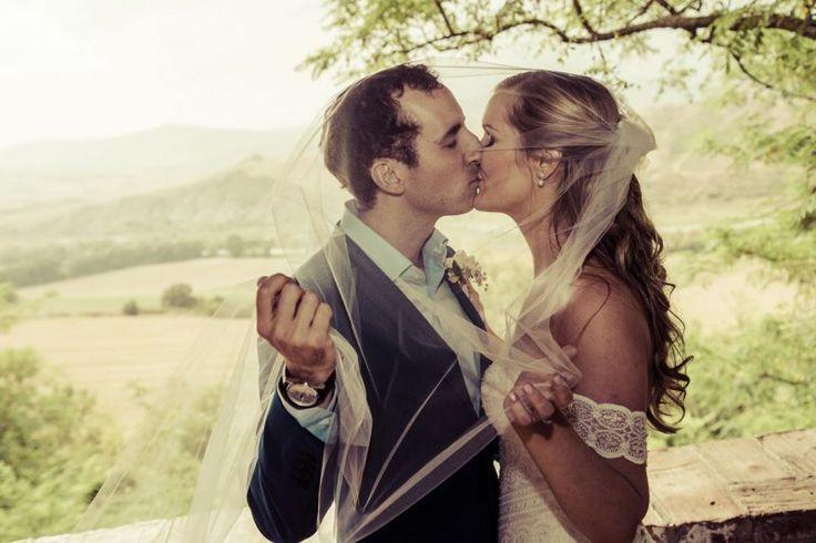 Wedding Photography   Bride & Groom   Posed Wedding Photos   Bride & Grooms Kissing   Wedding Planning Tips