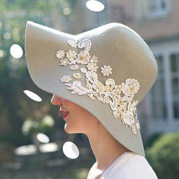 Un chapeau orné de fleurs en guipure // hat, flower, present, mother's day, lace, diy