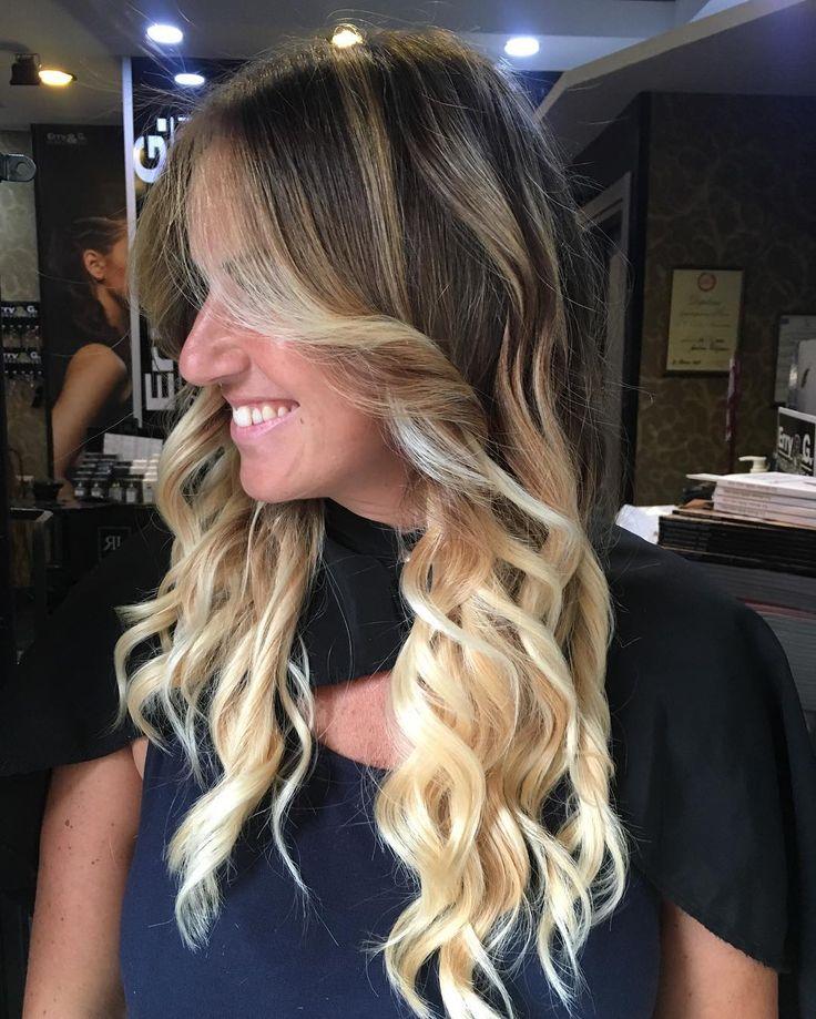 Buongiorno Dalle Nostre Stupende Sfumature Biondo Perlato....Capelli Definiti Con COLATA DI PASSIONE By Erry e G...Piega Onde Effettuata Con Spazzola Diametro 23...Perché I Tuoi Capelli Sono Preziosi Trattali Al meglio ❤️❤️❤️...!!!#erryegparrucchieri#work#love#hair#passione#beautyhair#hairstylist#cool#tendenza#arte#change#blogger#look#fashion#salone#creativity##napoli#salerno#caserta#portici#aversa#battipaglia#benevento#sorrento#amalfi#nola#bacoli#
