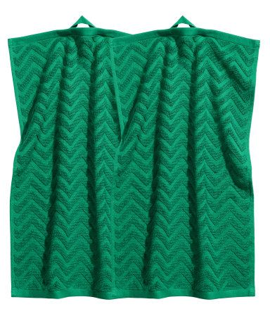Dark green. Guest towels in cotton terry with a jacquard-weave zigzag pattern. Hanger loop on one short side.