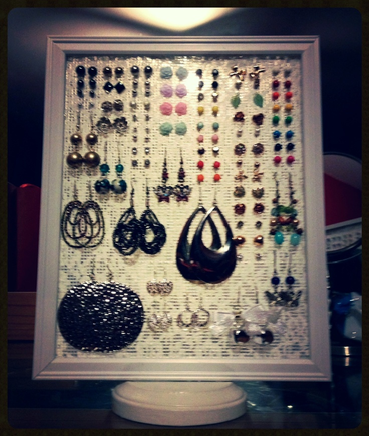 DIY EARRING HOLDER - Pastal Names