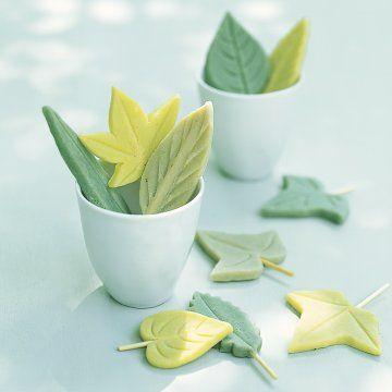 Des sucettes de pâte d'amande comme des feuilles // lollipops, marzipan, leaves, green, pastel, candy, colours, diy