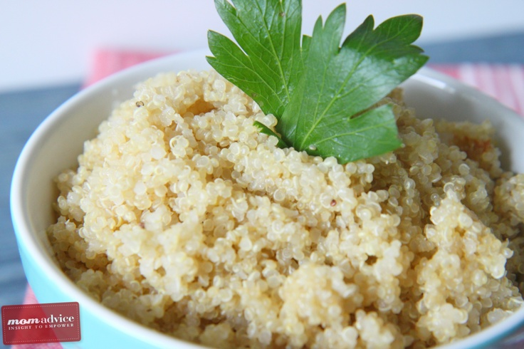 How to Make Quinoa in a Rice Cooker  1 c quinoa  2 c liquid (low-sodium chicken broth, low-sodium vegetable broth, or water)  1/2 t salt  Using a fine mesh sieve rinse quinoa in cold water then pour into rice cooker.  Add liquid & salt.  Turn on rice cooker. In approx. 15 min You'll have perfectly cooked quinoa.  Unplug cooker, allow to set for 3-5 min, then fluff with a fork.