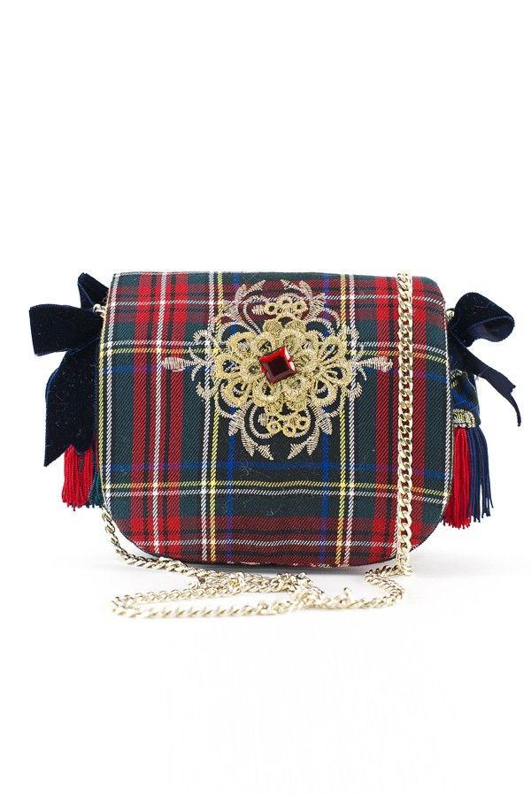 Borsa rossa in tessuto tartan ricamato in filo lurex oro, applicazioni di fiocchi e catena dorata.