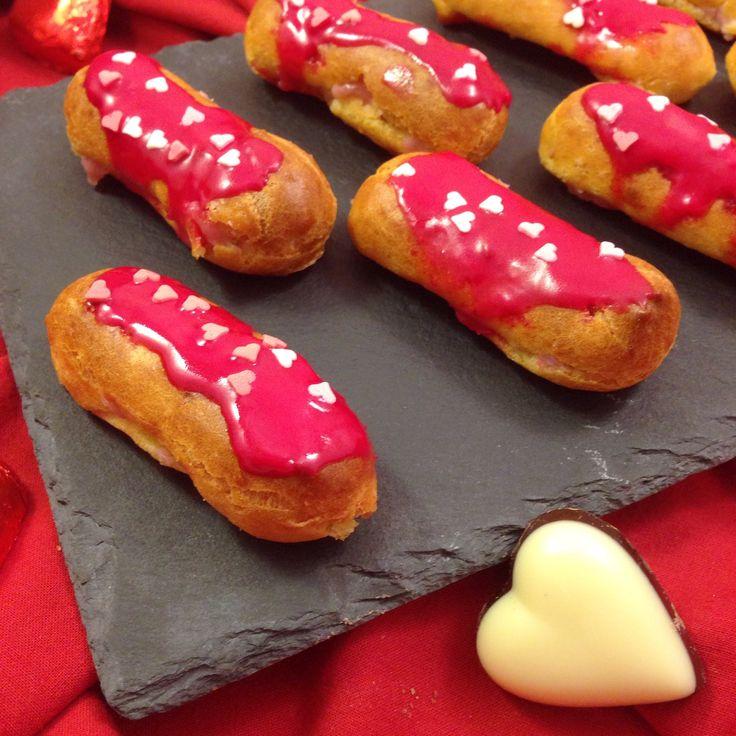 mini eclair con crema leggera alle fragole per San Valentino!