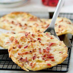 Découvrez la recette Flammekueche rapide sur cuisineactuelle.fr.