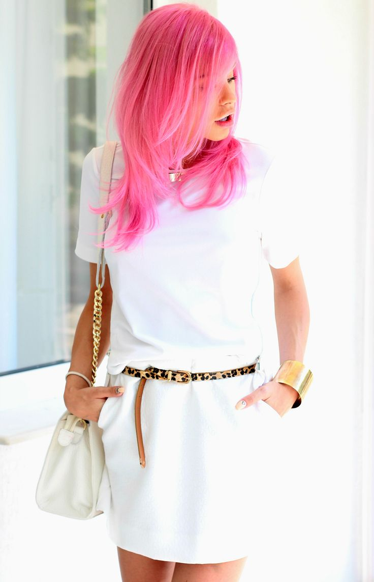 Pink hair, white outfit, golden details