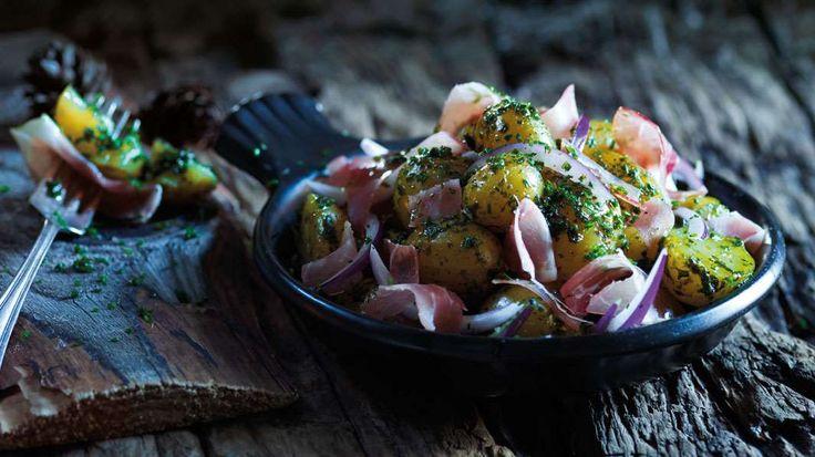 Potetsalat med spekeskinke, eple og ramsløk