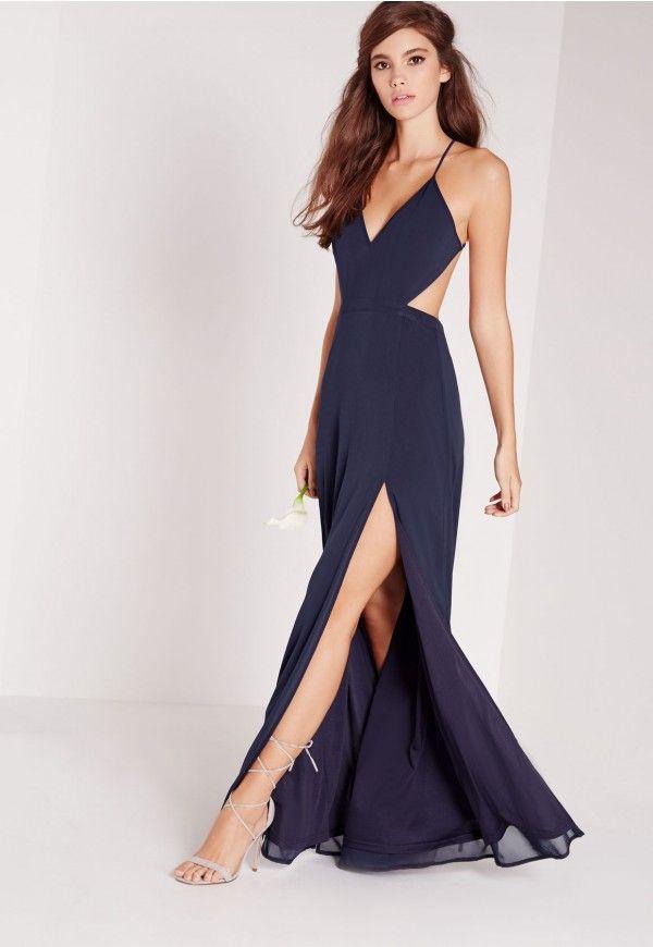 Tombez amoureuse de cette robe longue bleu marine et de ses découpes aux côtés pour un look sexy qui attirera tous les regards. Ses fentes le long des jambes allongent et affinent la silhouette pour un look Angelina Jolie genre 2012. Por...
