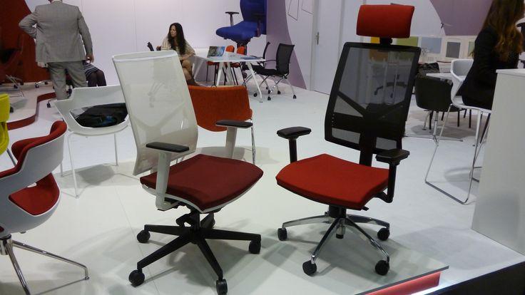 Scaunul ergonomic de Birou Omnia de la Antares. Confortul  acestei scaun va contribui la o ambianta placuta si o productivitate ridicata in orice birou.