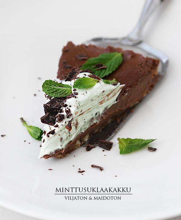 Minttusuklaafanit, katse tänne päin! Muistat ehkä paljon suosiota saavuttaneentaivaallisen viljattoman ja maidottoman suklaakakun.Tai sitä seuranneen maapähkinävoiversion. Minttu-versio on käytännös
