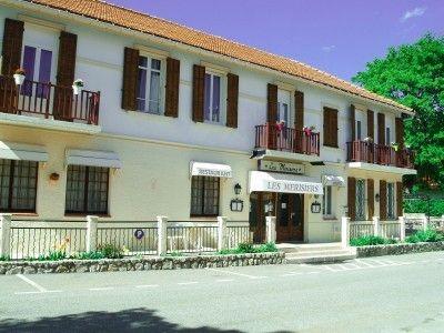 Thorenc - Ouvert toute l'année dans le centre ville. Réception, mini saloon, grand restaurant/bar, 12 chambres avec salle d'eau attenante, grande terrass...