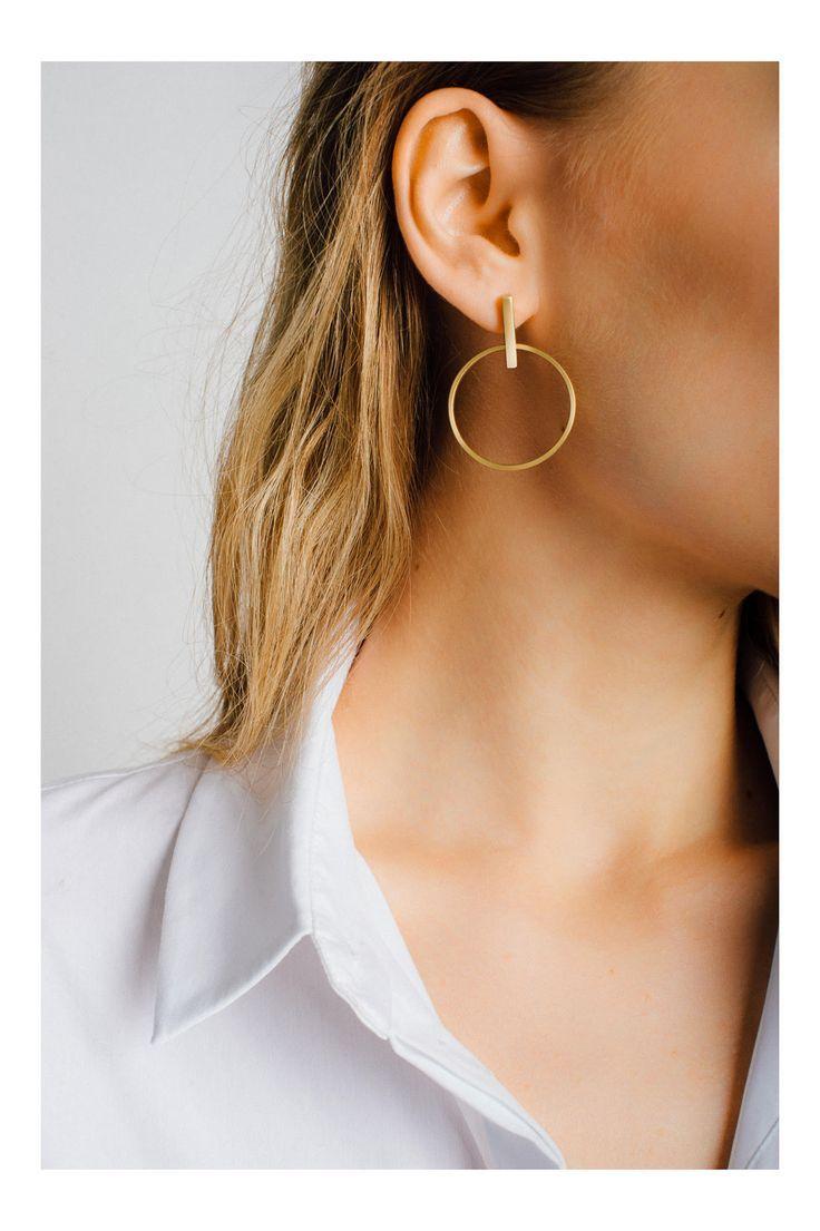 Statement-Ohrringe sind ein Muss, also ist es keine Überraschung, dass dieses Paar aus