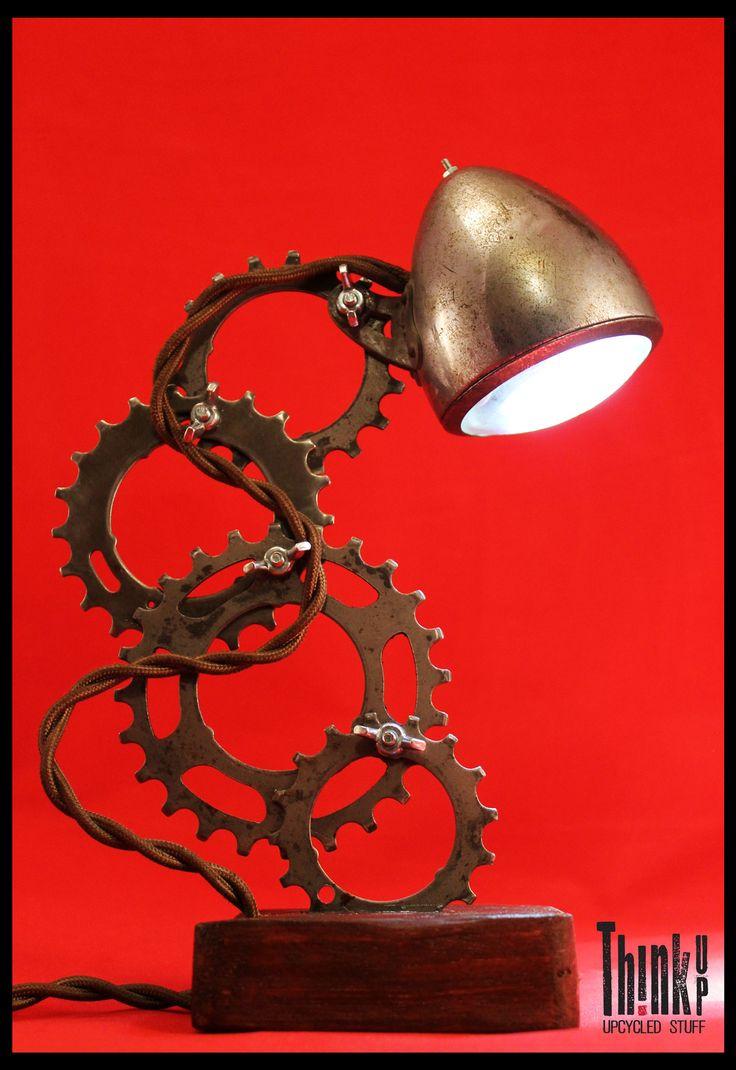 Lampada realizzata dal recupero di parti di bicicletta Think Up