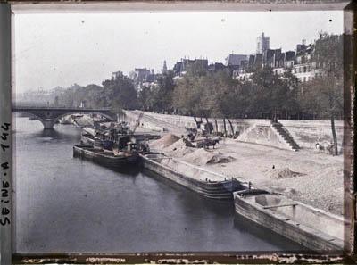 Le quai de l'Hôtel de Ville vu du Pont Marie. Paris. 1911. Autochrome.