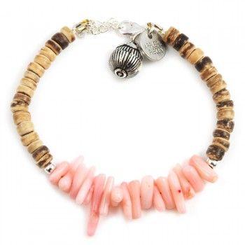Letterlijk een paradijsje voor om je pols, deze zomerse armband gemaakt van duurzaam koraal, kokos en sterling zilver. De kleurstelling en het -los te koppelen- zilveren Tibetaanse geluksbelletje geven je alvast een instant vakantiegevoel. Een tijdloos en super vrolijk sieraad. Door kleur- en symboolgebruik staat deze armband voor liefde en geluk.Deze armband sluit aan bij de Silver luck collectie als bij de zomerse Paradise collectie. Geef ons zomer, zon, zee en zand en wij wanen ons in het…