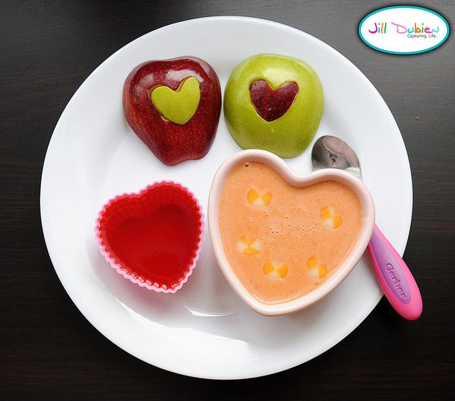 another cute kids' lunch. : Fun Food, Kid Lunches, Heart Shaped Bowl, Kids Valentines, Heart Shaped Pieces, Cute Kids, Valentine Food
