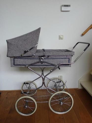 Koelstra vintage kinderwagen