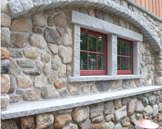 Boulder Like Veneer On The House Is Called Old Redding Round Gray Cobblestones Add Detail Accen Plans