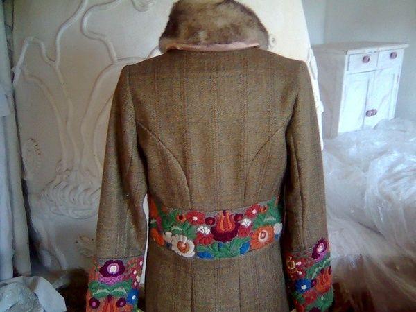 Matyó hímzés férfi női ruhák.