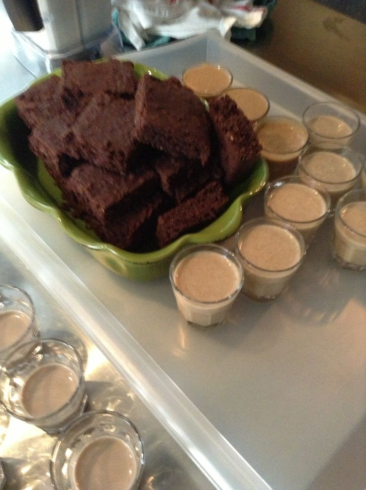My vegan brownies with some yummy smoothies made by Brenda one of my favorite ladies from Jiivala