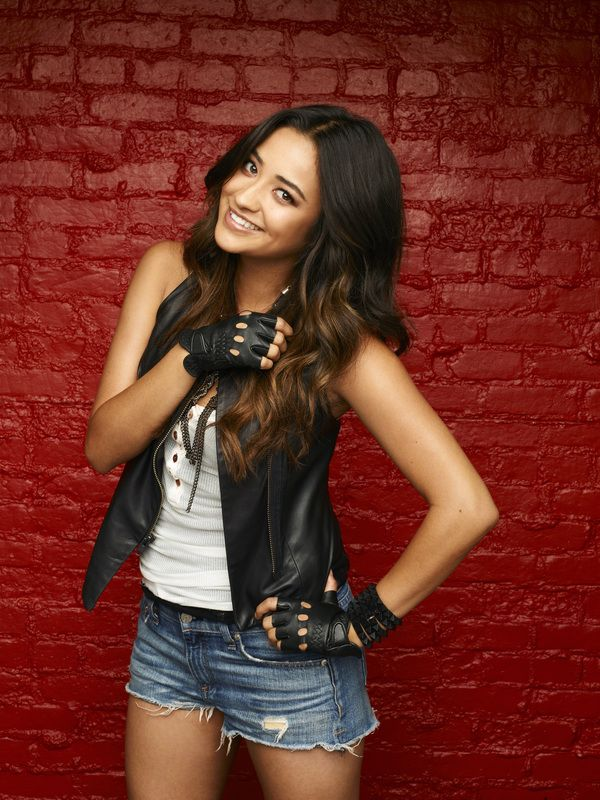 Pretty Little Liars star Shay Mitchell ... Love the gloves