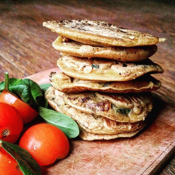 Super nemme, sunde og lækre kikærtepandekager. De er perfekte til aftensmad, frokost, brunch eller madpakken og kan varieres på mange forskellige måder!
