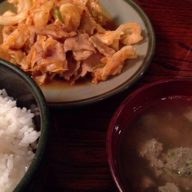 今日はひさに賄い当番ではないと思い込んでいたら、そうではなかった緊急の昼飯 10分しかなかった〜〜 - 28件のもぐもぐ - 鰯つみれ汁と豚キャベツ味噌炒め by Naoya Ishihara