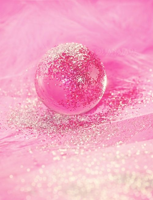 PINK AND SPARKLY?!! YA CAN'T GET ANY BETTER THAN THAT!!! Oh my...I'm worse than my 7 year old niece!!!