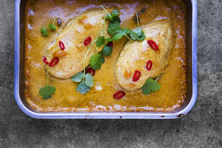 <em><strong>Recipe for chicken in mango - curry sauce in english at the bottom of this page</strong>👇🏾</em>...