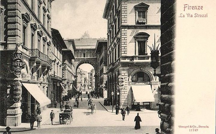 1900: Via degli Strozzi as seen from Via Tornabuoni. On the right you can see small piece of Palazzo Strozzi. In the middle of the image the arch that was erected in Piazza della Repubblica few years before. Keep in mind that all the area in the picture was brand new!