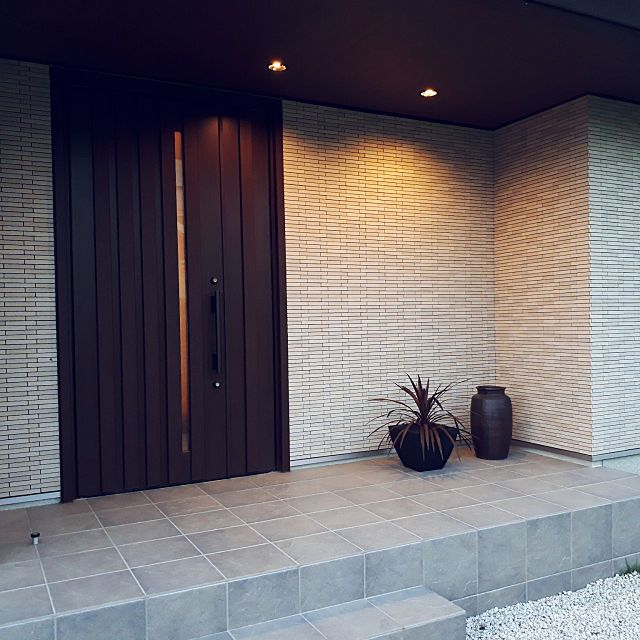 玄関 入り口 Lixil 外壁タイル セラヴィオr 親子ドア などのインテリア実例 2018 02 08 16 05 46 Roomclip ルームクリップ ドアのデザイン 平屋外観 親子ドア