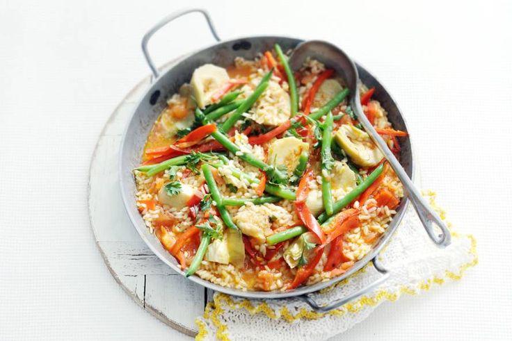 17 februari - Sperziebonen in de  bonus - In plaats van garnalen, chorizo en kip pronken er groenten in deze paella. Zoete puntpaprika, artisjok en sperziebonen - Recept - Allerhande