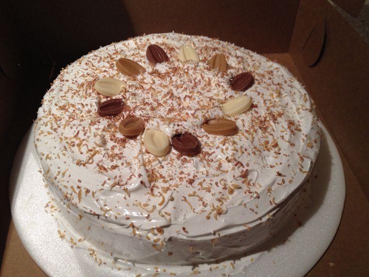 Torta clasica con tres chocolates ( leche, rubio & blanco ).