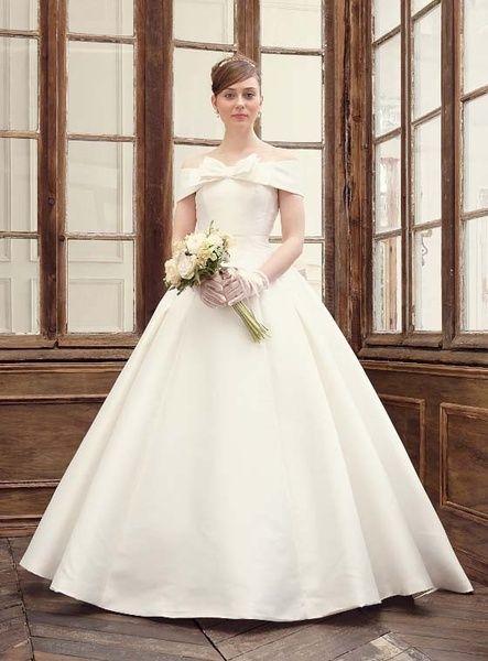 Cinderella & Co.  (シンデレラ・アンド・コー)  ミカドサテンの上品リボンのオフショルダーウェディングドレス AN0700