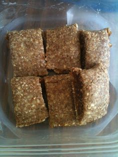 Raw Vegan Fig Newton Bars: 1 cup figs, 1/2 cup almonds, 1/4 cup flax seeds, 8 fresh pitted dates. Use more ingredients to make a big batch. This looks so yummy!!! #rawdesserts #rawegan #healthy