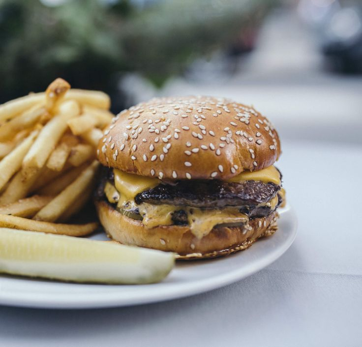 THE BEST BURGERS IN CHICAGO, RANKED BY OUR NATIONAL BURGER CRITIC