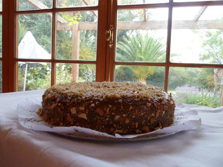 Torta de ciruelas,nueces rellena con guinda acida o manjar !