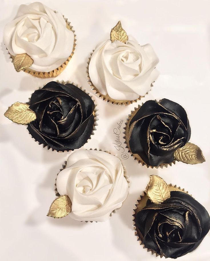Black and White & Gold Cupcakes