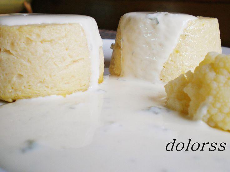 Blog de cuina de la dolorss: Flanes de coliflor con salsa roquefort (Microondas)