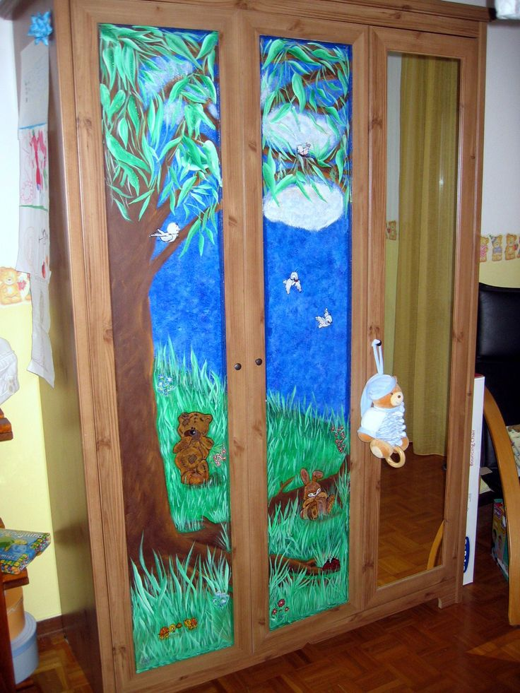 Ante armadio dipinte a mano per camera bebè