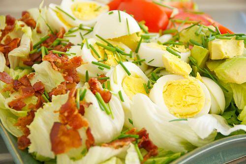 La cobb salad est une salade fraîche, parfaite pour l'été, et qui peut surtout être faite très facilement.