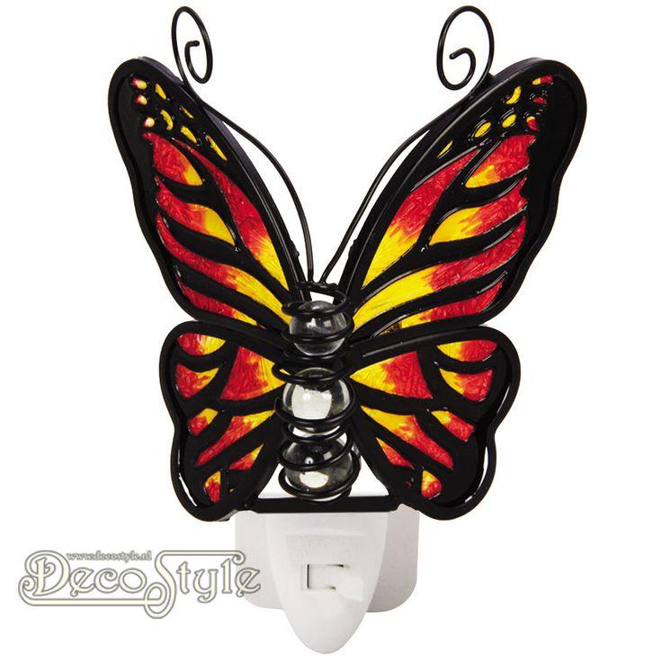 Tiffany Nachtlampje Vlinder - Rood Geel  Prachtig nachtlampje in de vorm van een vlinder. Gemaakt van gekleurd glas. Het lichaam bestaat uit 3 glas bollen. Het gekleurde glas zorgt ervoor dat het licht heel mooi wordt verspreid. Het lampje wordt geleverd met een 0.5 Watt LED lampje in een luxe geschenkverpakking. Deze nachtlampjes zijn uitstekend te gebruiken op plekken waar je een beetje meer licht nodig hebt. Op de slaapkamer, keuken, hal, overloop, etc… Het nachtlampje is KEMA gekeurd en…