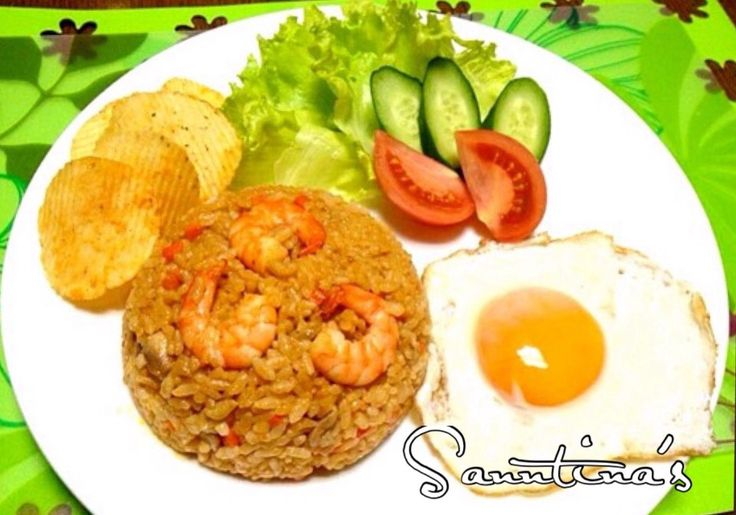 ✨NASHI GORENG,Indonesian fried rice😋ナシ ゴレン、インドネシア料理...チキンライスみたいな味がします😋美味しい〜〜〜^_^✨