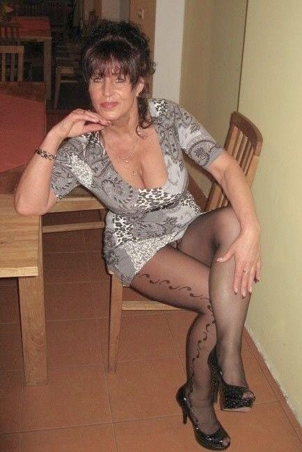 Una chica madura desnuda de figura completa